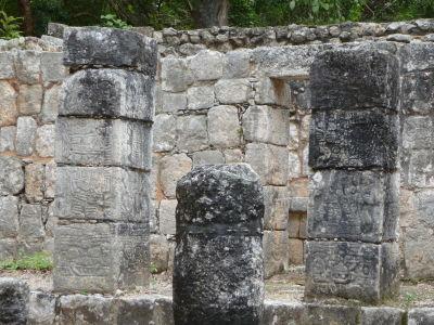 Zvyšky budov v Chichén Itzá - Reliéfy