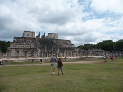 Chrám bojovníkov (Templo de los Guerreros) a kolonáda