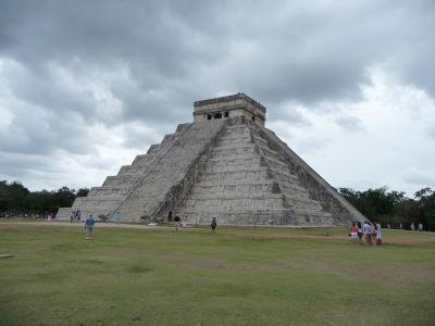"""El Castillo - Kukulkánov chrám - Najznámejšia pyramída Chichén Itzá a """"nový"""" div sveta"""