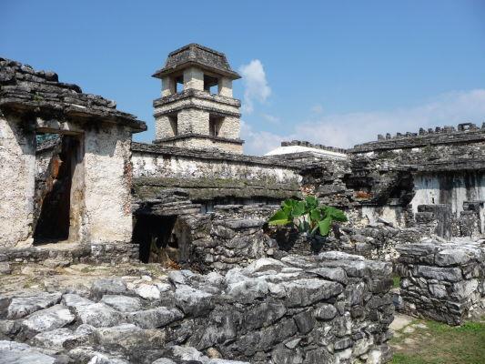 Palác (El Palácio) a jeho Pozorovacia vežička v Palenque