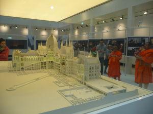 Model parlamentu a opäť budhistickí mnísi