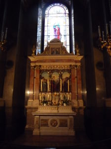 Bazilika sv. Štefana - Jeden z bočných oltárov