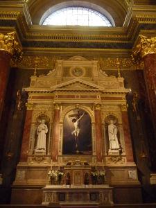 Bazilika sv. Štefana - Jeden z oltárov