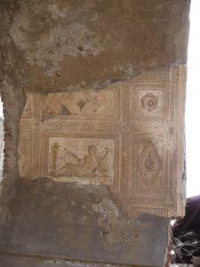 Stropné reliéfy, už prakticky bez farieb - Sacello degli Augustali - Združenie pre uctievanie cisára