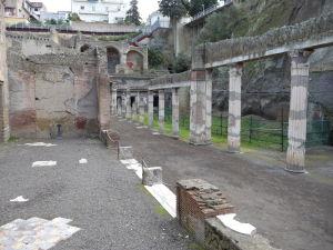 Jedna z menších uličiek Herculanea