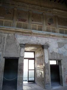 Falošný perištýl (pseudoperištýl) v átriu rímskej vily