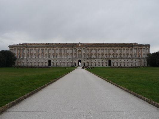 Kráľovský palác Reggia di Caserta zozadu (z parku)