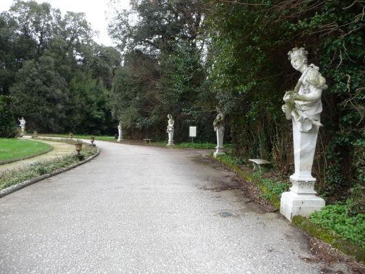 Sochy v parku kráľovského paláca Reggia di Caserta
