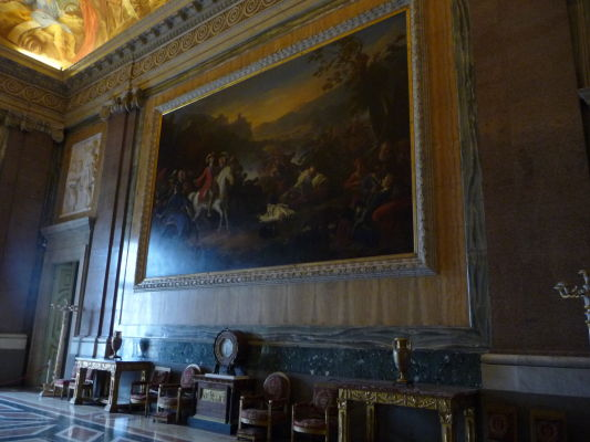 Jedna z monumentálnych sál kráľovského paláca Reggia v Caserte