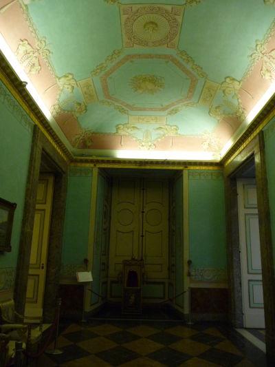 Ďalší z neoklasicistických stropov v kráľovskom paláci Reggia di Caserta
