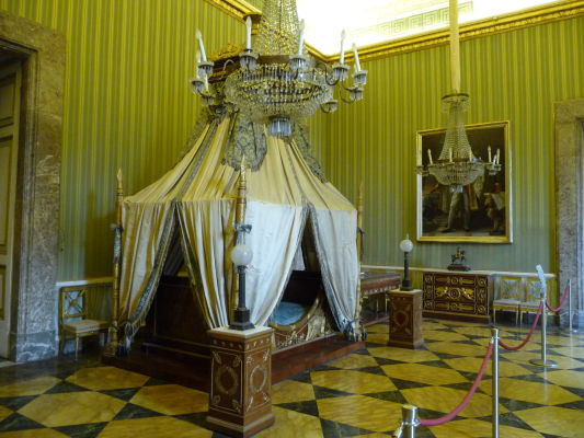 Jedna zo spální v kráľovskom paláci Reggia di Caserta