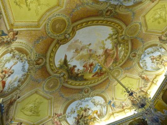 Jeden zo stropov v rokokovom štýle v kráľovskom paláci Reggia di Caserta