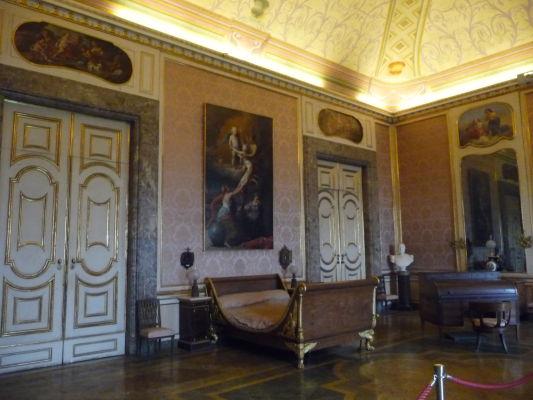 Baroková výzdoba jednej zo spální v kráľovskom paláci Reggia di Caserta