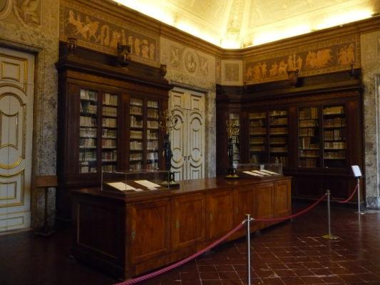 Knižnica v kráľovskom paláci Reggia di Caserta