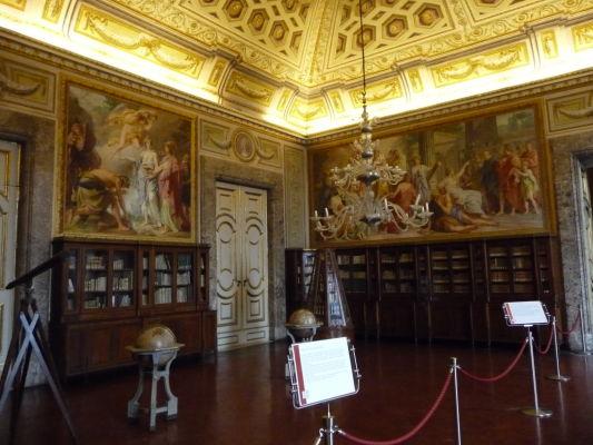 """""""Vedecká"""" miestnosť v kráľovskom paláci Reggia di Caserta"""