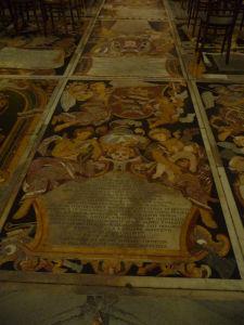 Interiéry Katedrály sv. Jána - Hroby veľmajstrov
