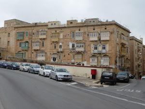V uliciach Valletty - Typické balkóny