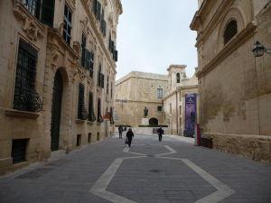 Ulica vedúca ku Kostolu Matky Božej Víťaznej