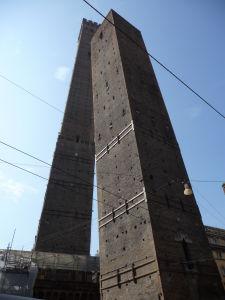 Veže Asinelli a Garisenda