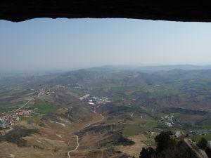 Výhľad z najvyššieho bodu San Marína - veže Cesta