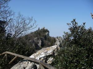 Veža Montale - Pohľad na vežu Cesta