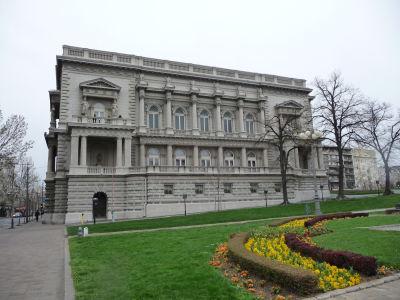 Starý kráľovský palác z 19. storočia, dnes mestské zastupiteľstvo