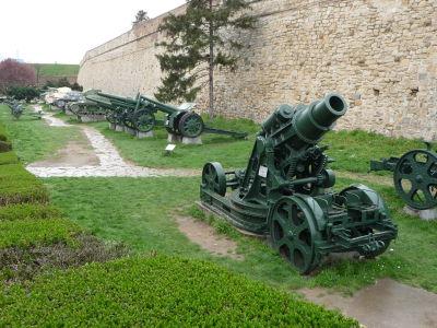 Menšie vojenské múzeum v okolí hradieb