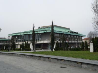 Národná knižnica stojaca neďaleko Chrámu sv. Sávu