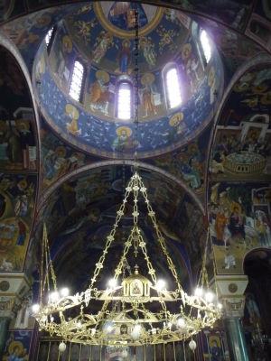 Maličký kostolík sv. Sávu hned vedľa veľkého chrámu - Fresky v interiéri