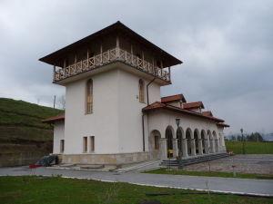 Príjazdová hala pri kláštore Žiča