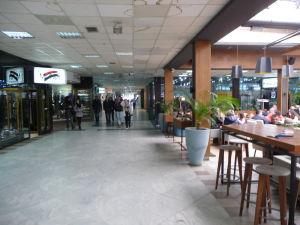 Palác športu a mládeže - Jeho časť slúži ako nákupné centrum