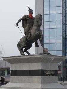 Bulvár Matky Terezy - Socha Skanderbega