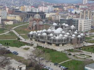 Rímskokatolícka Katedrála Matky Terezy - Pohľad z veže na Národnú knižnicu a nedokončenú Katedrálu Krista Spasiteľa