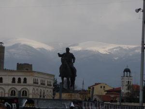 Sochy v Skopje - Zasnežené hory v pozadí