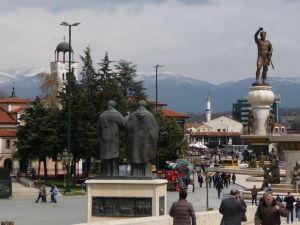 Sochy v Skopje - Nie je ich málo, rady na seba mávajú