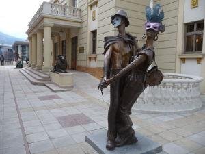 Sochy v Skopje pred Národným divadlom