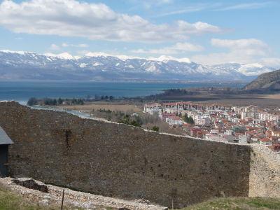 Výhľad na Ohrid a jazero z hradu