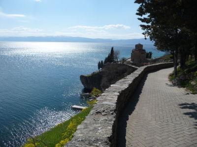 Ohridské jazero a Kostol sv. Jána na Kaneu