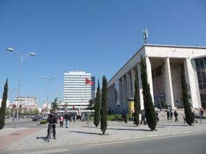Skanderbegovo námestie - Luxusný hotel a Operné divadlo