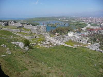 Výhľad z pevnosti na Skadarské jazero