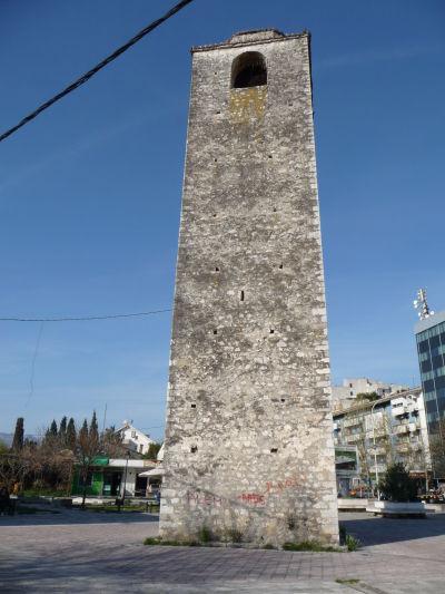 Veža s hodinami (Sahat Kula) na Námestí Bećira Osmanagića v Podgorici - pamiatka na tureckú nadvládu
