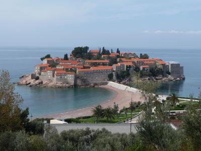 Ostrovček s dedinkou Sveti Stefan