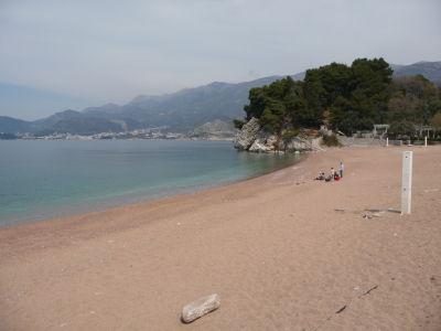 V okolí ostrova sú piesočné pláže