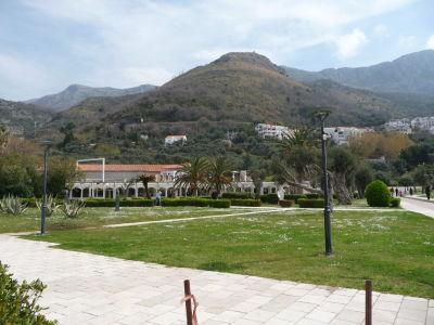 Pobrežie Čiernej Hory je značne hornaté