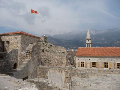 Na hradbách citadely v Budve