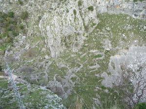 Kotorská Pevnosť sv. Jána obkolesená horami - Základy starého obydlenia