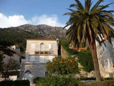 Jeden z palácov v Perasti
