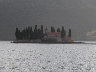 Ostrov sv. Juraja s kostolíkom z 12. storočia