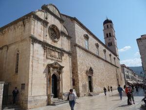 Kostol sv. Spasiteľa (vľavo) a Františkánsky kláštor (vpravo s vežou)