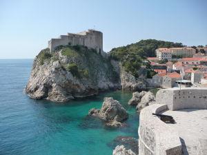 Pohľad na pevnosť Lovrijanec z hradieb mesta
